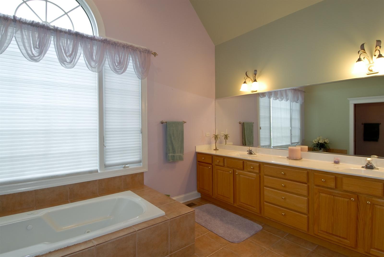 Real Estate Photography - 4N481 Samuel Clemens Dr, Saint Charles, IL, 60175 - Master Bathroom