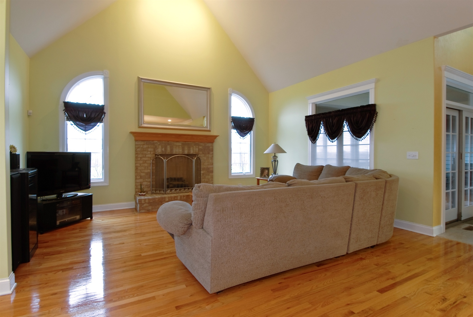 Real Estate Photography - 4N481 Samuel Clemens Dr, Saint Charles, IL, 60175 - Family Room