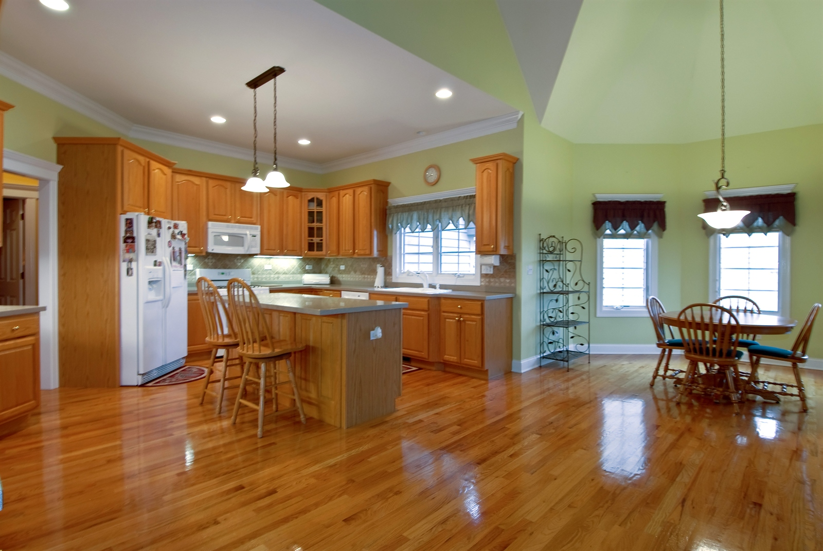 Real Estate Photography - 4N481 Samuel Clemens Dr, Saint Charles, IL, 60175 - Kitchen