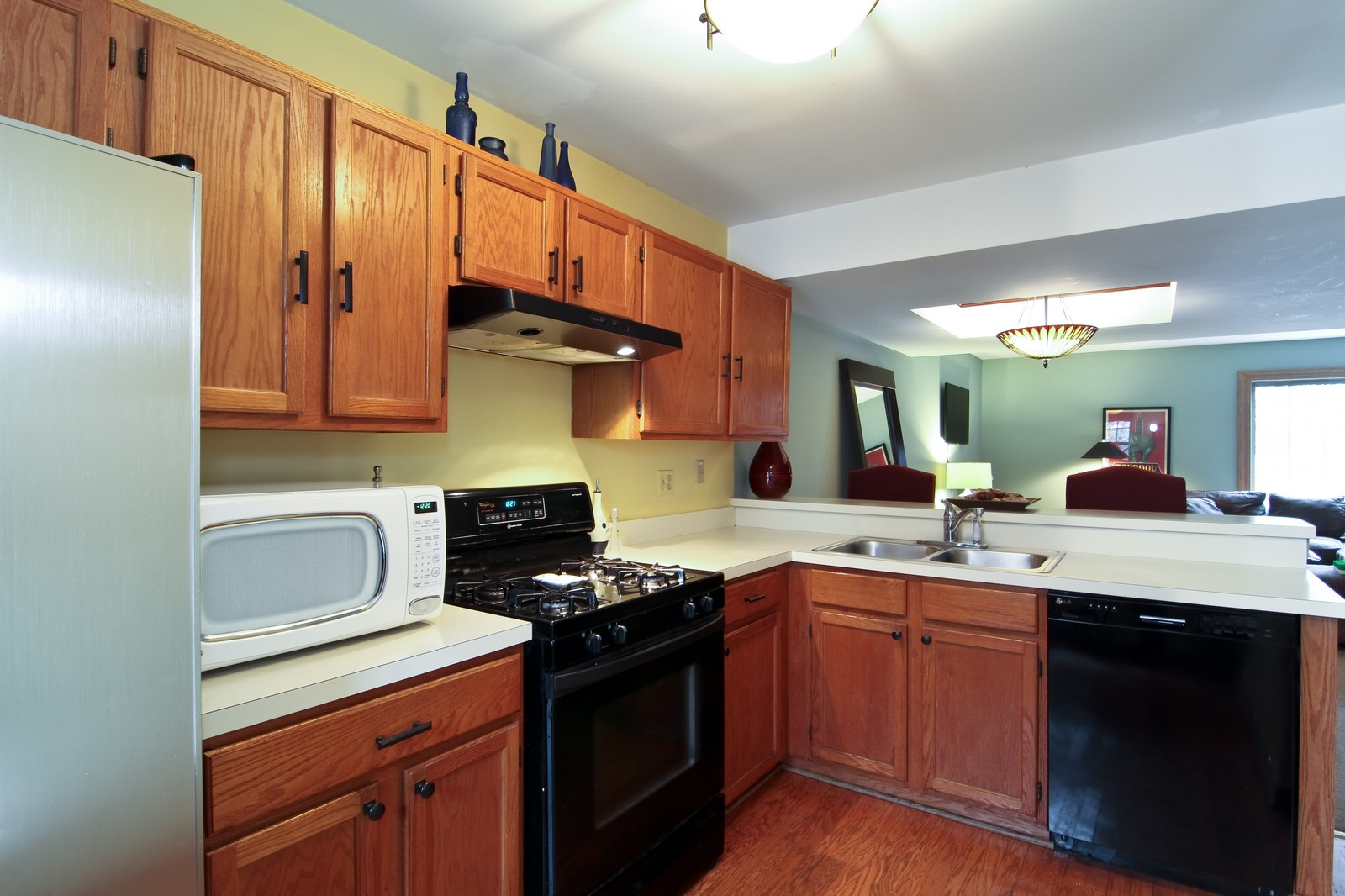 Real Estate Photography - 1916 Brighton, Downers Grove, IL, 60516 - Kitchen