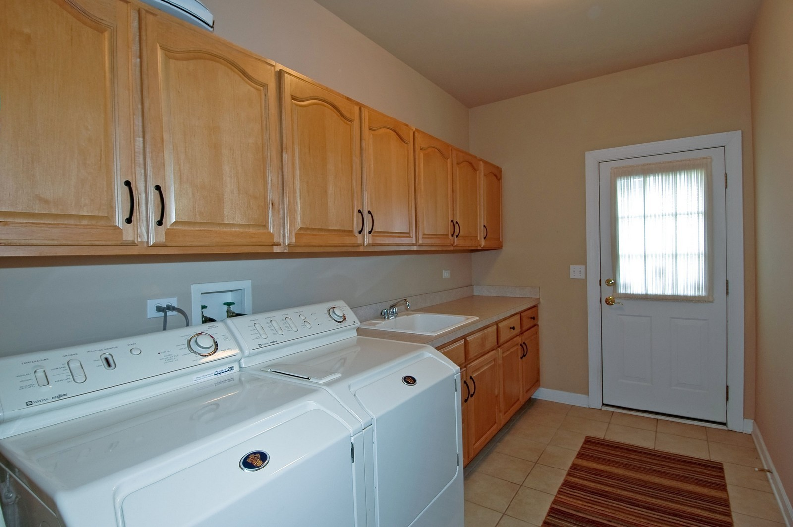 Real Estate Photography - 1001 Marble Ct, Lake in the Hills, IL, 60156 - Laundry Room