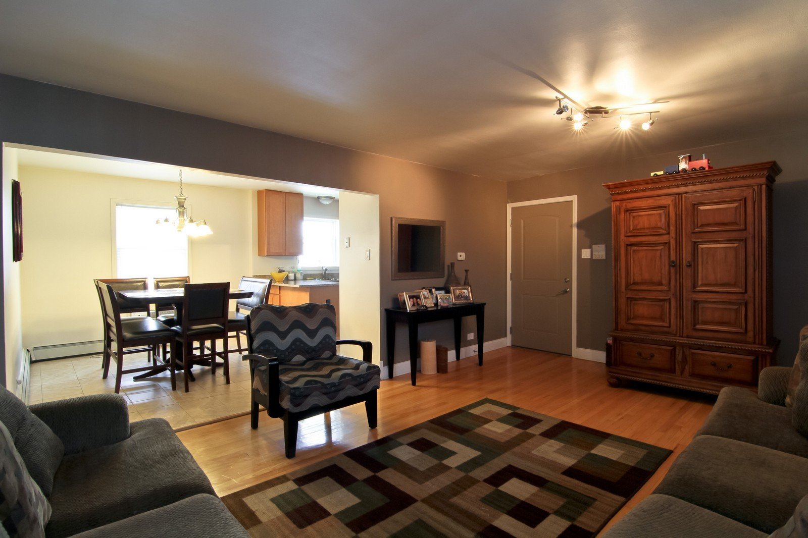 Real Estate Photography - 301 Bluff Ave, Unit 3W, La Grange, IL, 60525 - Living Room