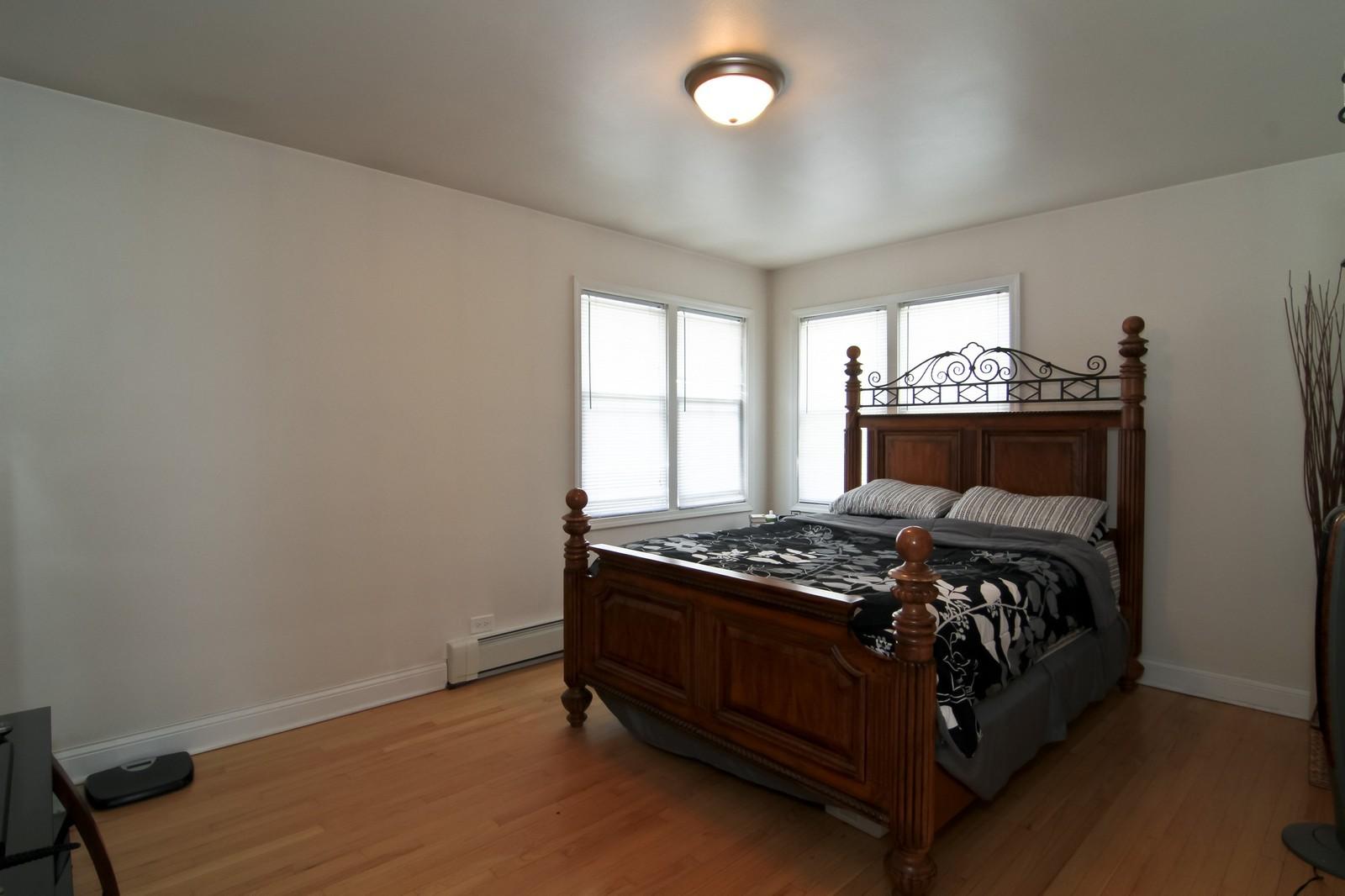 Real Estate Photography - 301 Bluff Ave, Unit 3W, La Grange, IL, 60525 - 2nd Bedroom