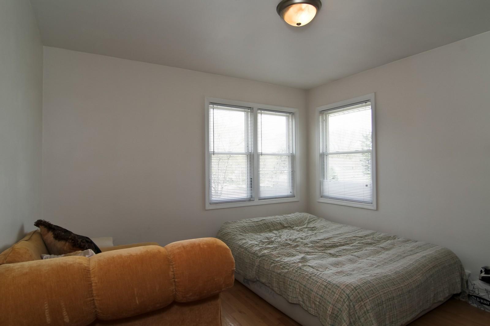 Real Estate Photography - 301 Bluff Ave, Unit 3W, La Grange, IL, 60525 - Bedroom