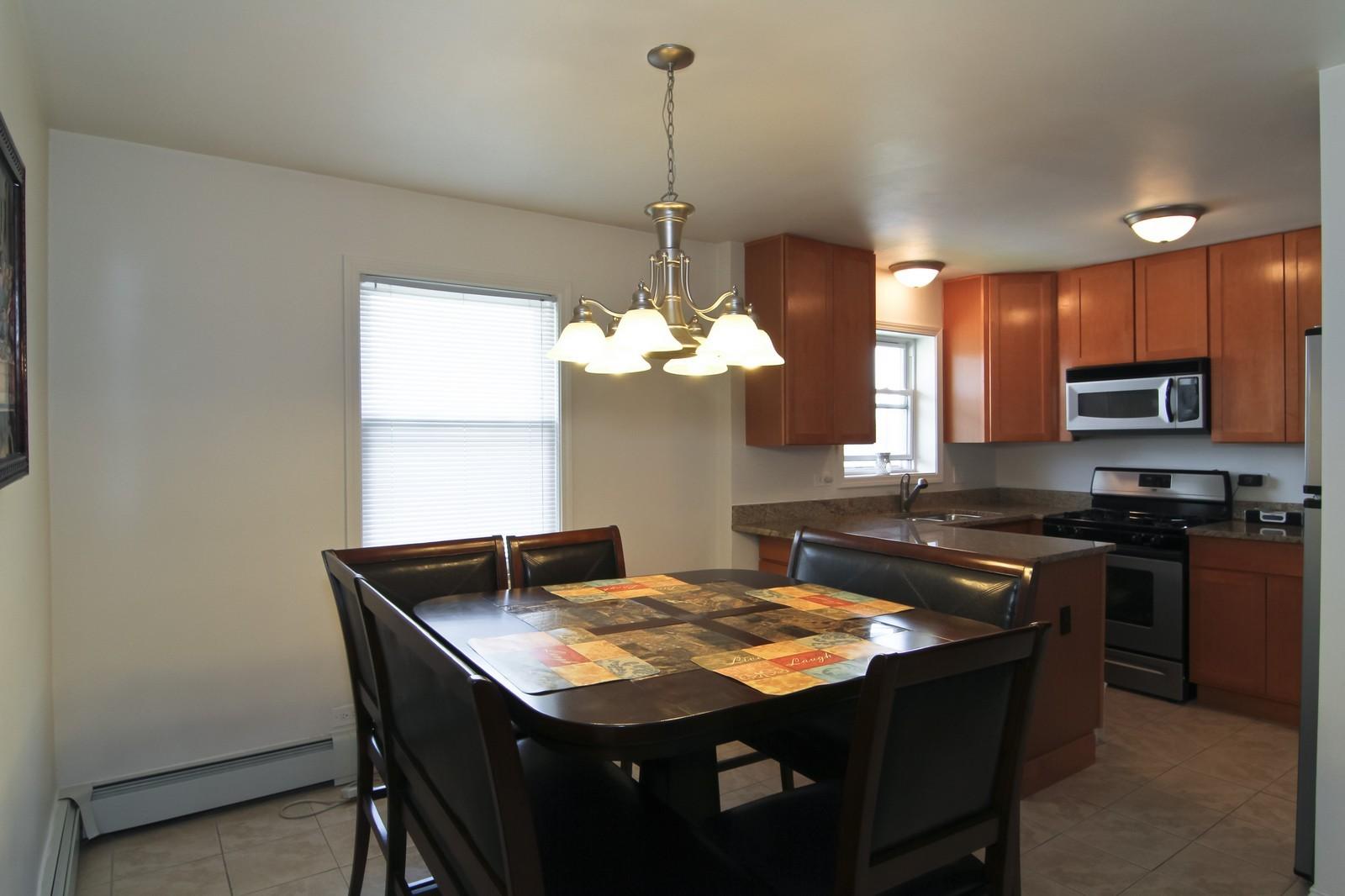 Real Estate Photography - 301 Bluff Ave, Unit 3W, La Grange, IL, 60525 - Kitchen / Breakfast Room