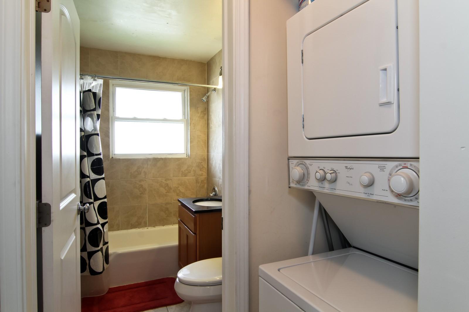 Real Estate Photography - 301 Bluff Ave, Unit 3W, La Grange, IL, 60525 - Laundry Room
