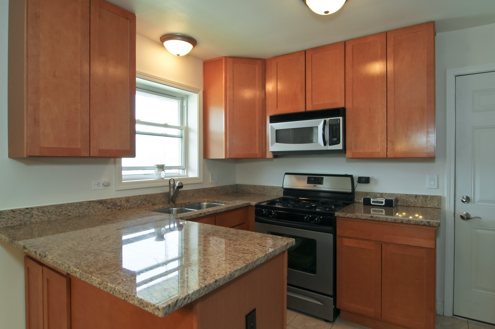 Real Estate Photography - 301 Bluff Ave, Unit 3W, La Grange, IL, 60525 - Kitchen