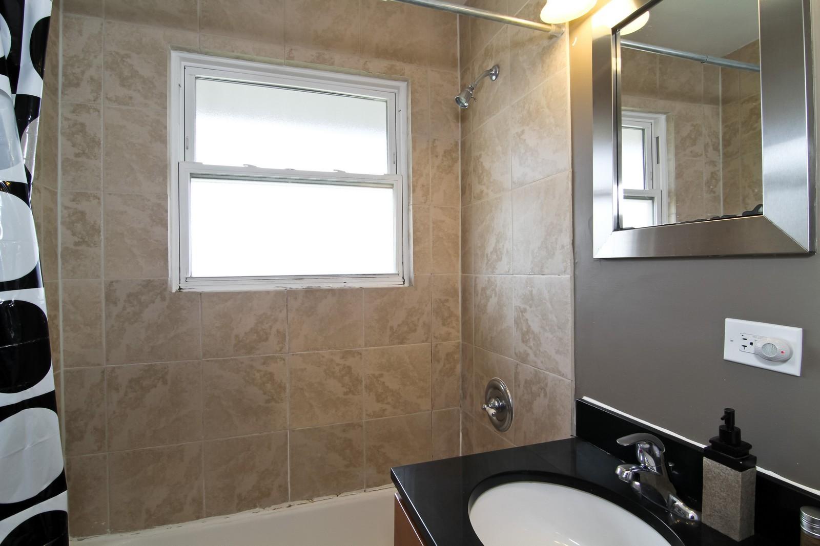 Real Estate Photography - 301 Bluff Ave, Unit 3W, La Grange, IL, 60525 - Bathroom