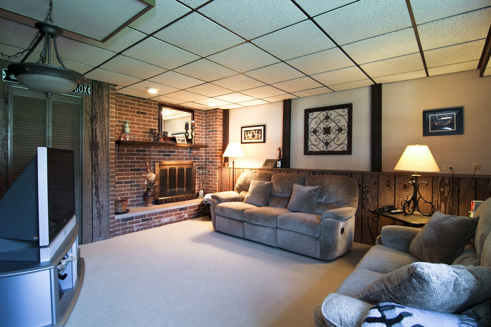 Real Estate Photography - 4605 Woodward Ave, Downers Grove, IL, 60515 - Lower Level