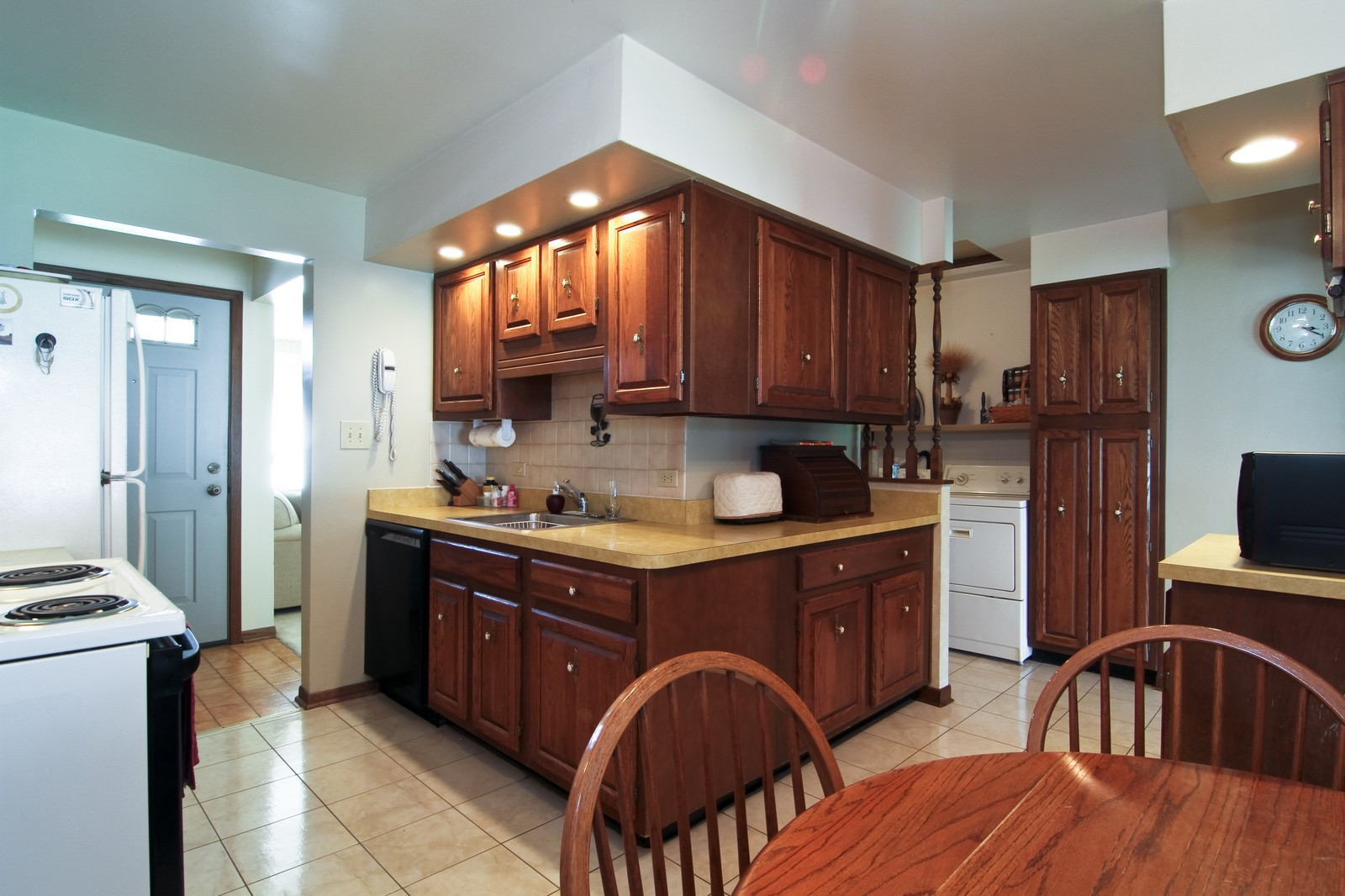 Real Estate Photography - 4605 Woodward Ave, Downers Grove, IL, 60515 - Kitchen