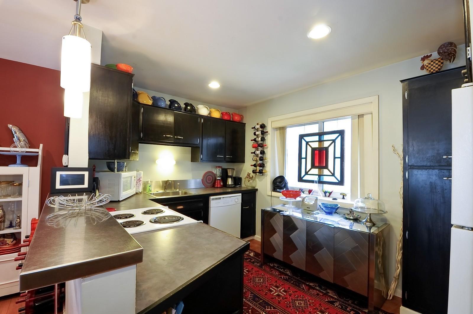 Real Estate Photography - 1321 W. Birchwood Avenue, Unit 308, Chicago, IL, 60626 - Kitchen