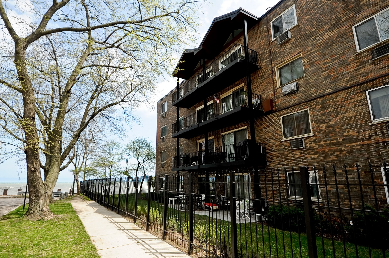 Real Estate Photography - 1321 W. Birchwood Avenue, Unit 308, Chicago, IL, 60626 - Front View