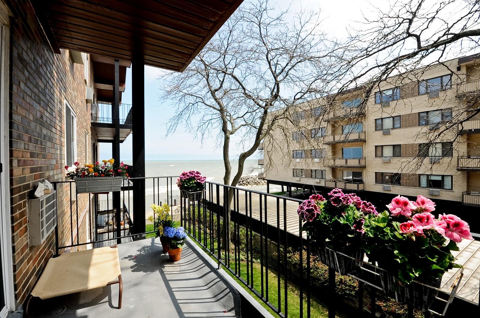Real Estate Photography - 1321 W. Birchwood Avenue, Unit 308, Chicago, IL, 60626 - Balcony