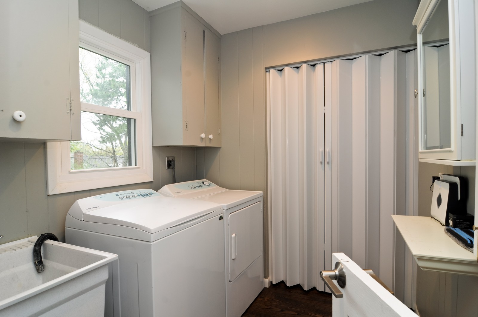 Real Estate Photography - 618 Hill St, Barrington, IL, 60010 - Laundry Room