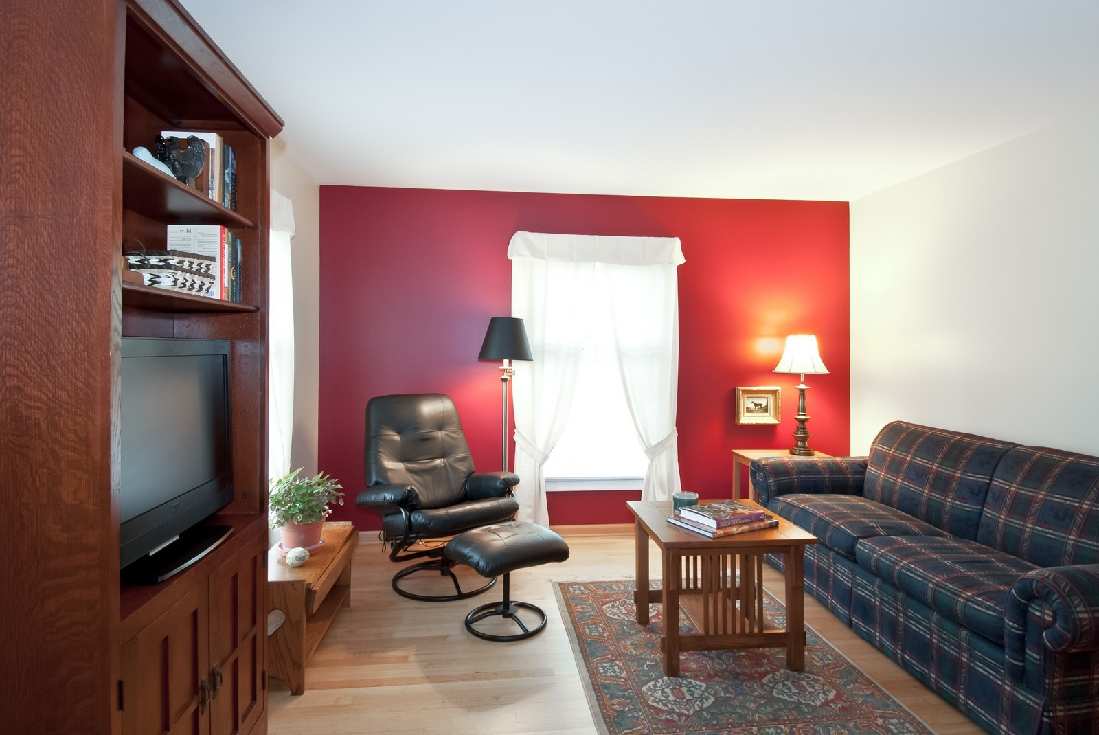 Real Estate Photography - 342 Eastern Ave, Unit 342, Barrington, IL, 60010 - Living Room