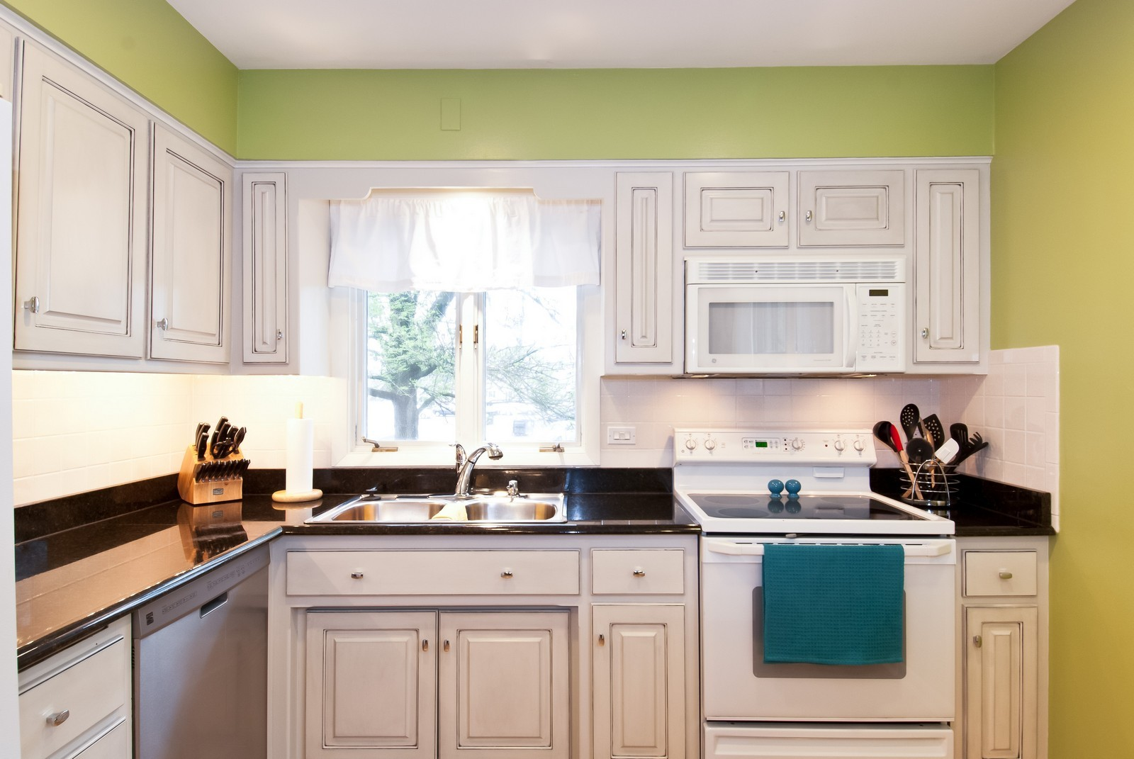 Real Estate Photography - 342 Eastern Ave, Unit 342, Barrington, IL, 60010 - Kitchen