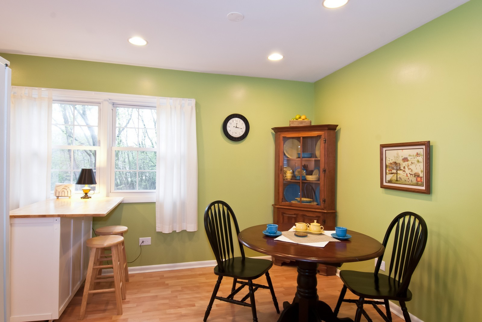 Real Estate Photography - 342 Eastern Ave, Unit 342, Barrington, IL, 60010 - Dining Area
