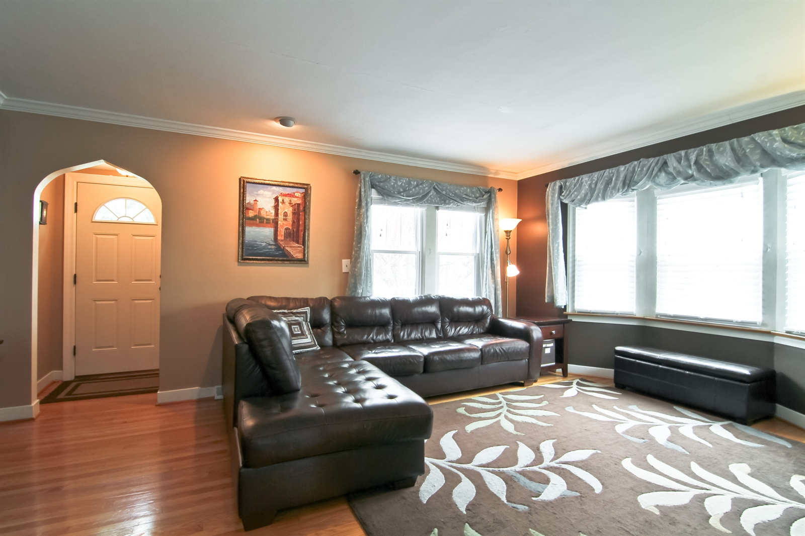 Real Estate Photography - 4244 N Lindley St, Downers Grove, IL, 60515 - Living Room