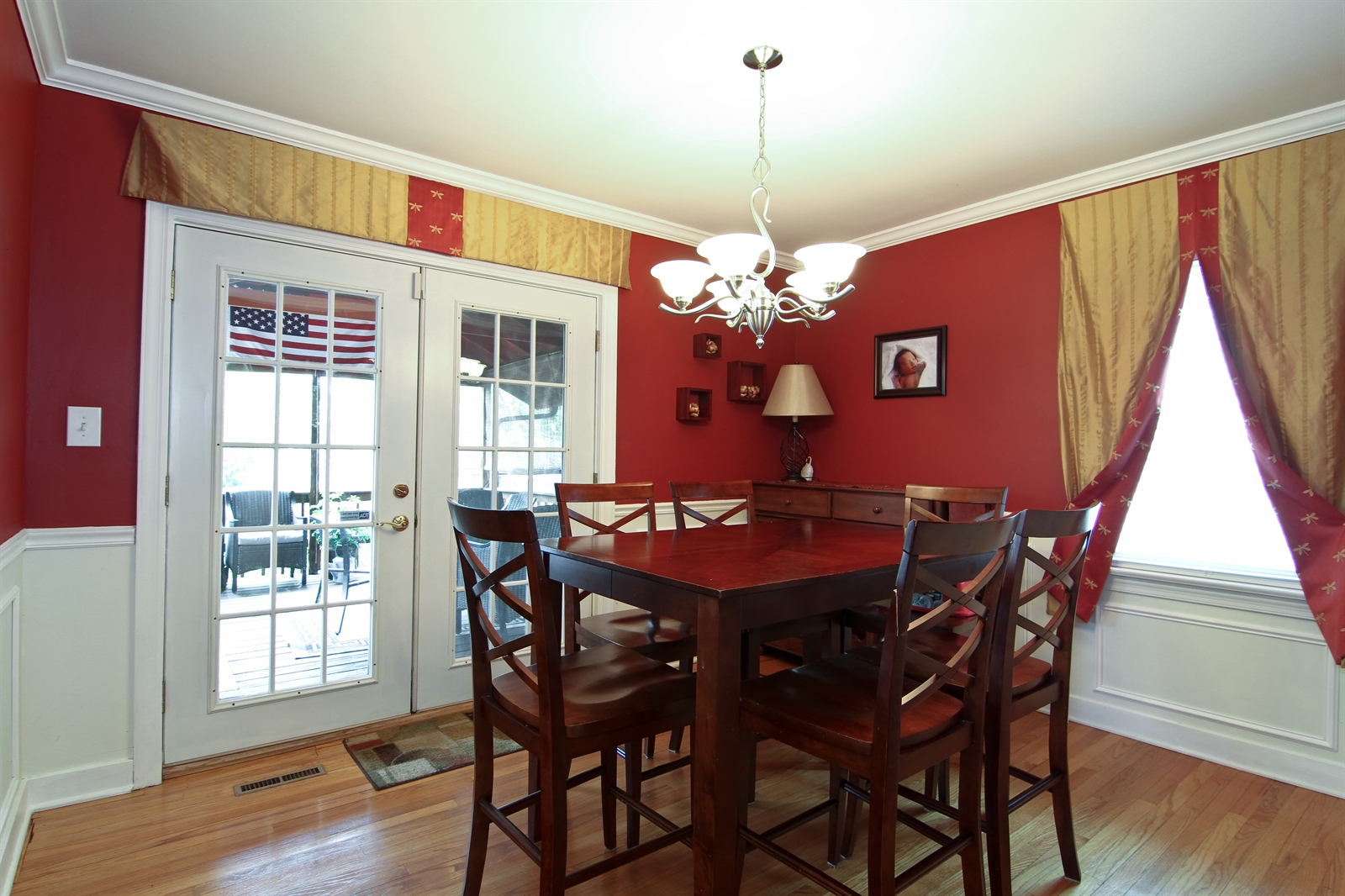 Real Estate Photography - 4244 N Lindley St, Downers Grove, IL, 60515 - Dining Room