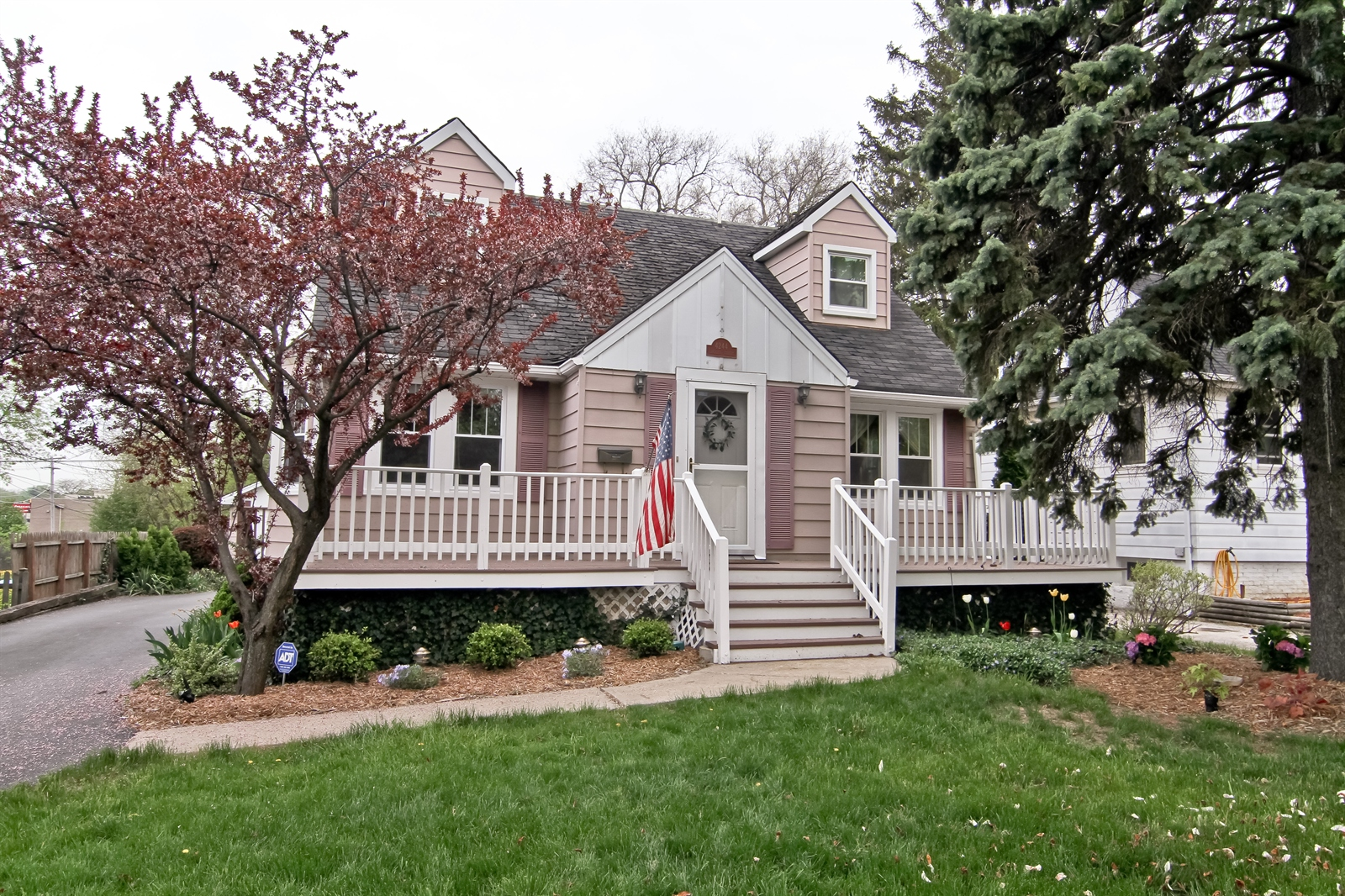 Real Estate Photography - 4244 N Lindley St, Downers Grove, IL, 60515 - Front View