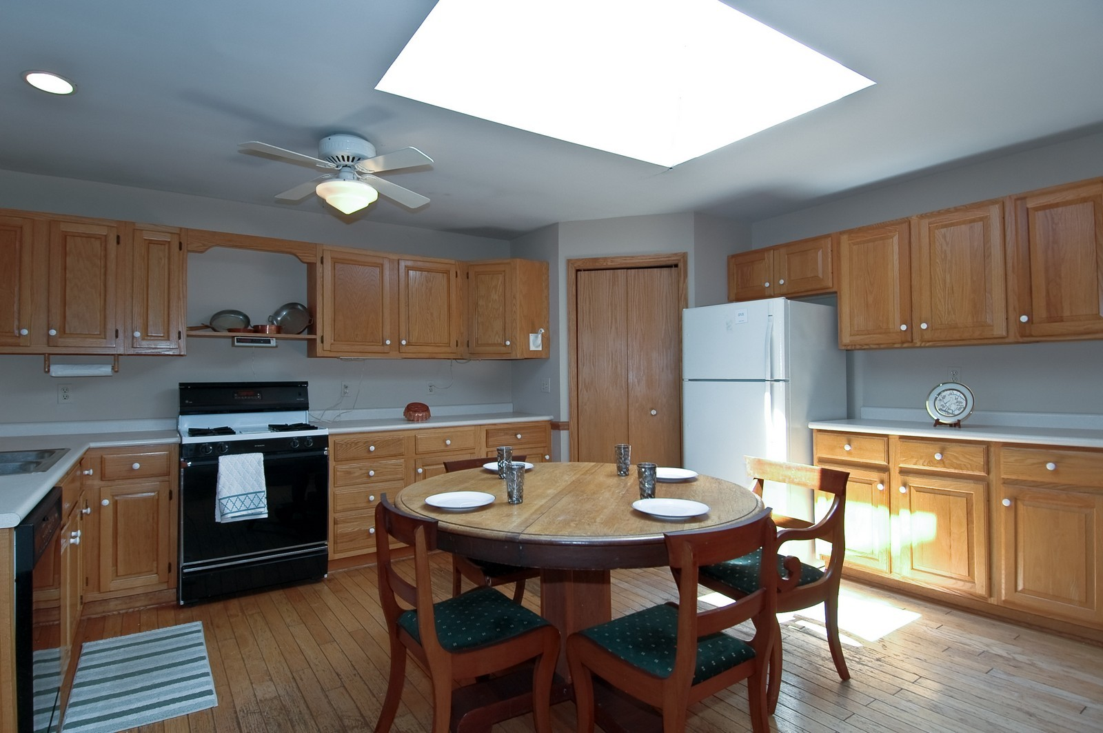 Real Estate Photography - 139 Edgewater Dr, Crystal Lake, IL, 60014 - Kitchen