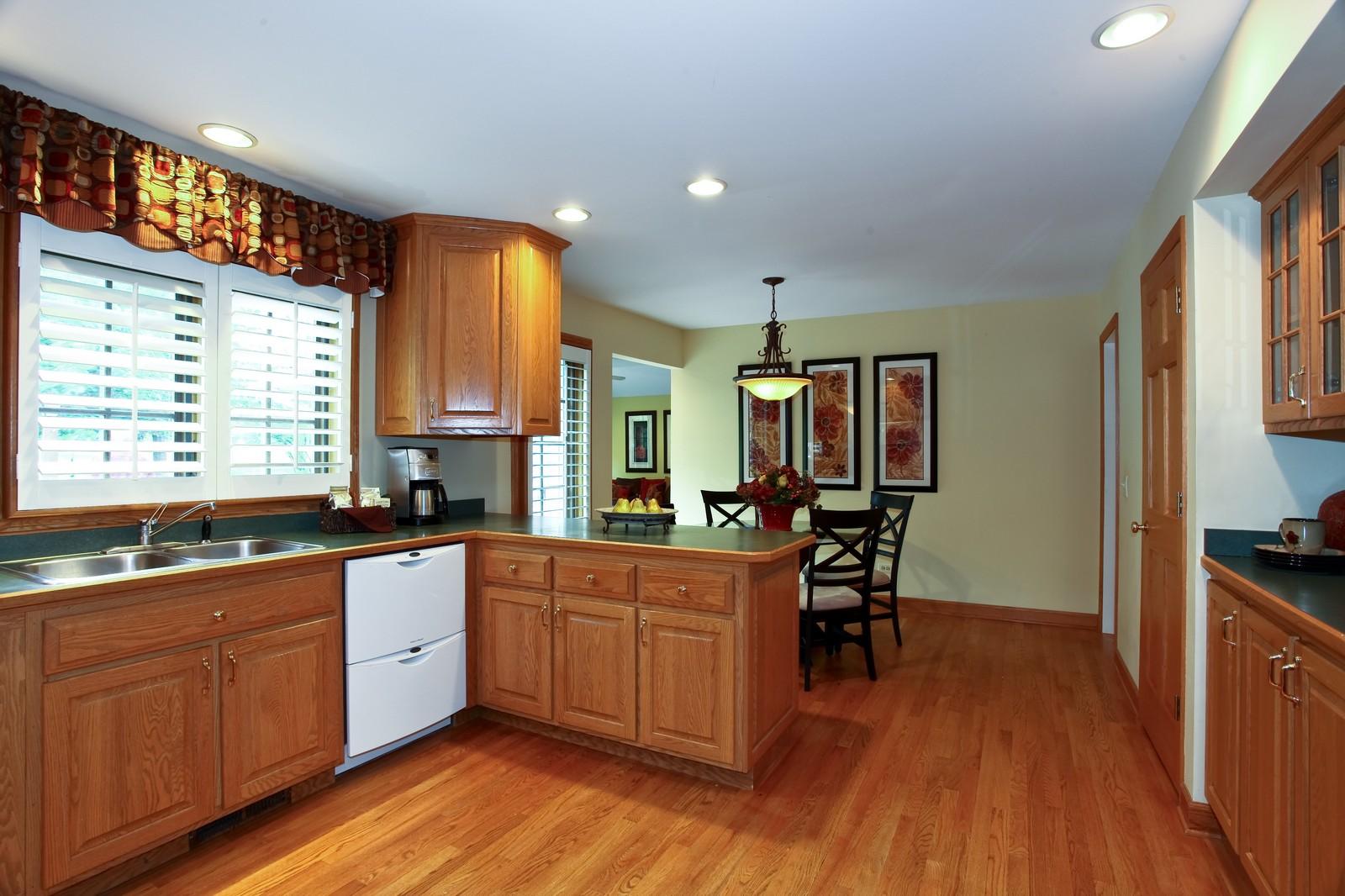 Real Estate Photography - 1018 Thunderbird Ln, Naperville, IL, 60563 - Kitchen / Breakfast Room