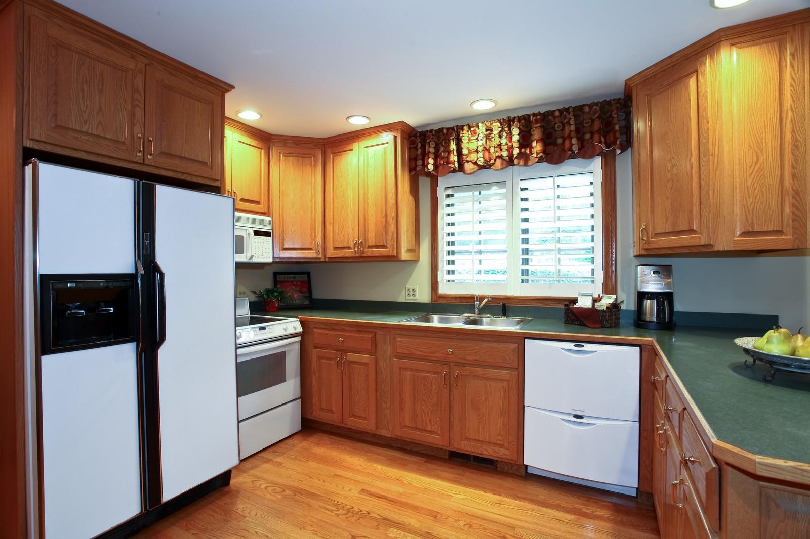 Real Estate Photography - 1018 Thunderbird Ln, Naperville, IL, 60563 - Kitchen