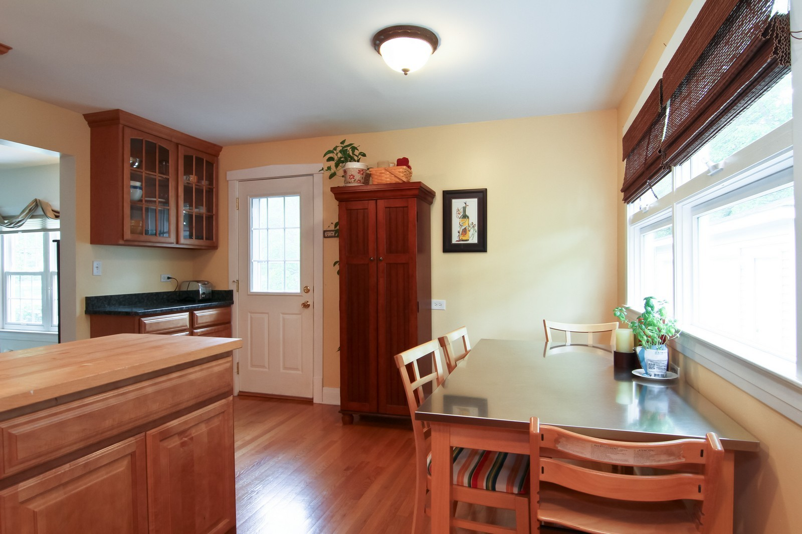 Real Estate Photography - 4701 Cumnor Rd, Downers Grove, IL, 60515 - Breakfast Area