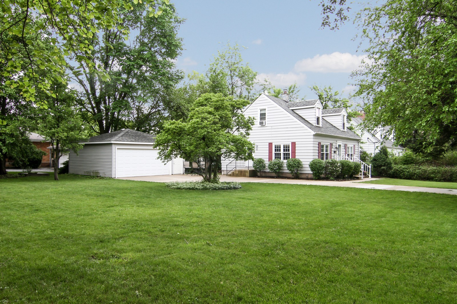 Real Estate Photography - 4701 Cumnor Rd, Downers Grove, IL, 60515 - Side View