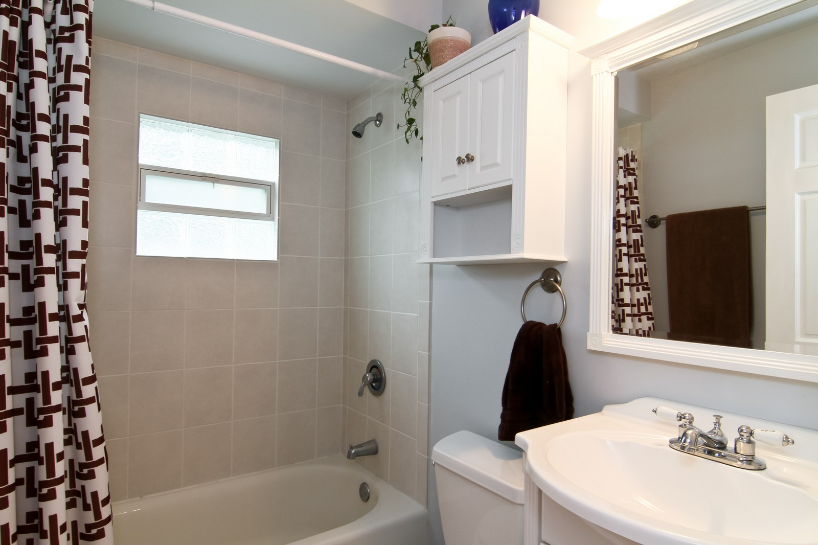 Real Estate Photography - 4701 Cumnor Rd, Downers Grove, IL, 60515 - Bathroom