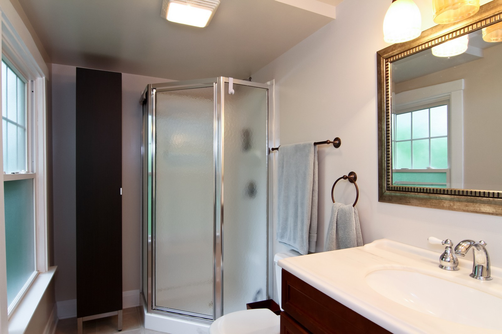 Real Estate Photography - 4701 Cumnor Rd, Downers Grove, IL, 60515 - 2nd Bathroom