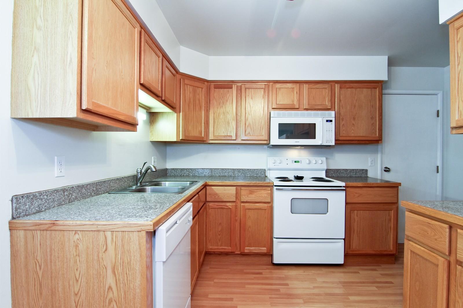 Real Estate Photography - 6104 Ridgeway, Woodridge, IL, 60517 - Kitchen