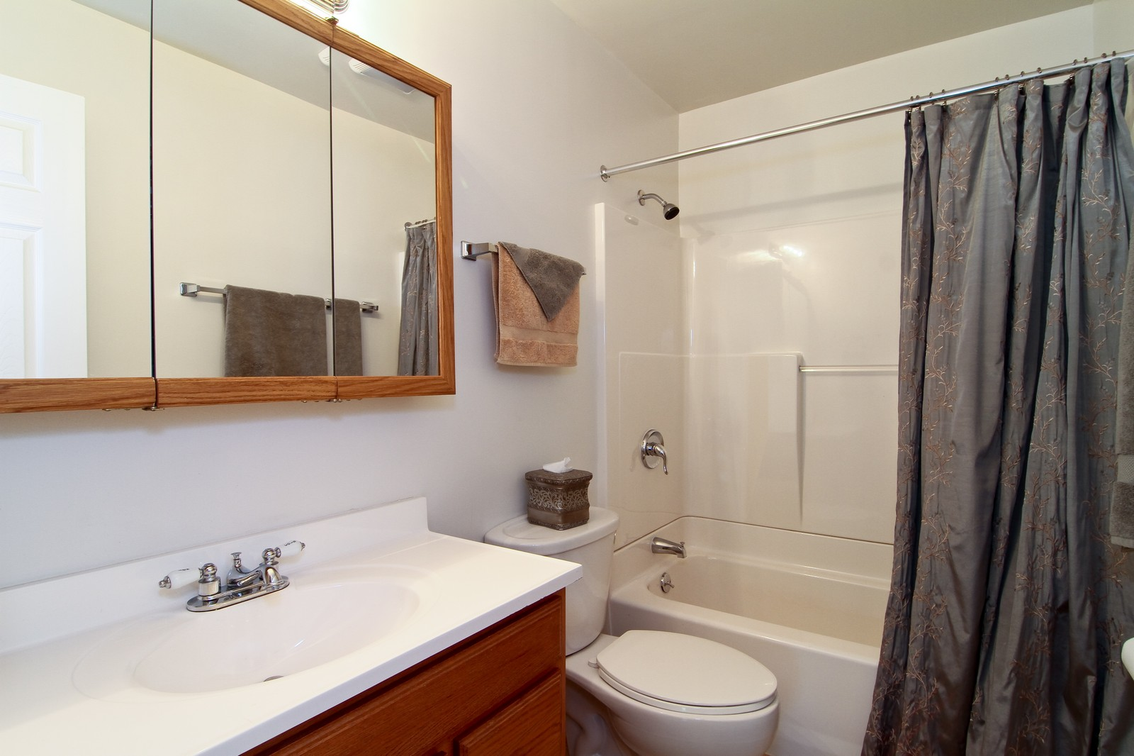 Real Estate Photography - 6104 Ridgeway, Woodridge, IL, 60517 - Bathroom