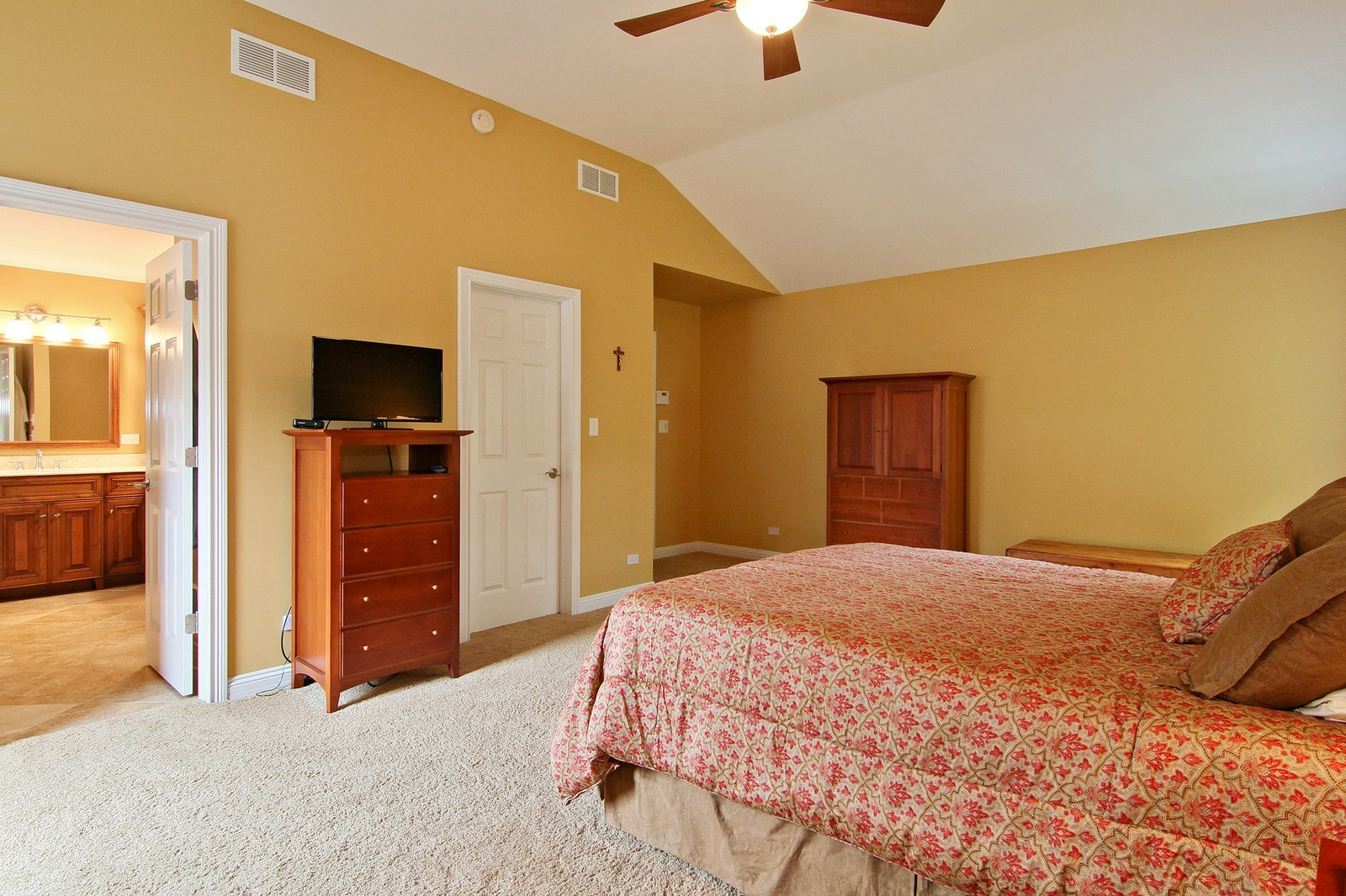 Real Estate Photography - 4915 Stanley Ave, Downers Grove, IL, 60515 - Master Bedroom