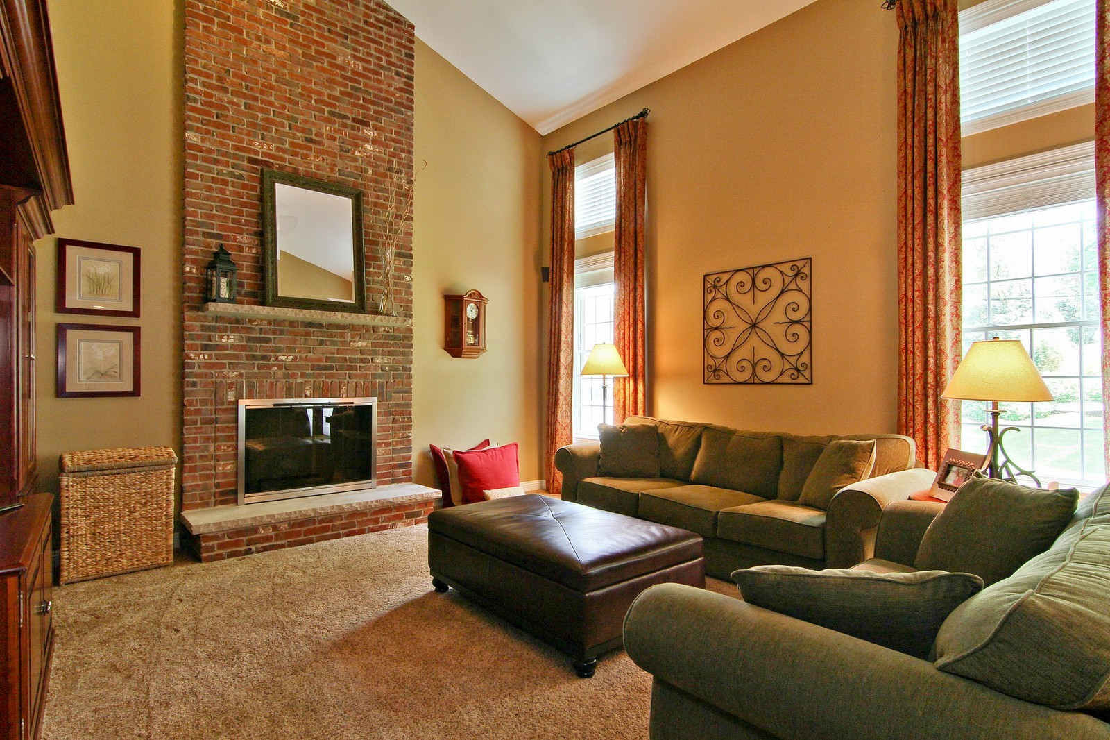 Real Estate Photography - 4915 Stanley Ave, Downers Grove, IL, 60515 - Family Room