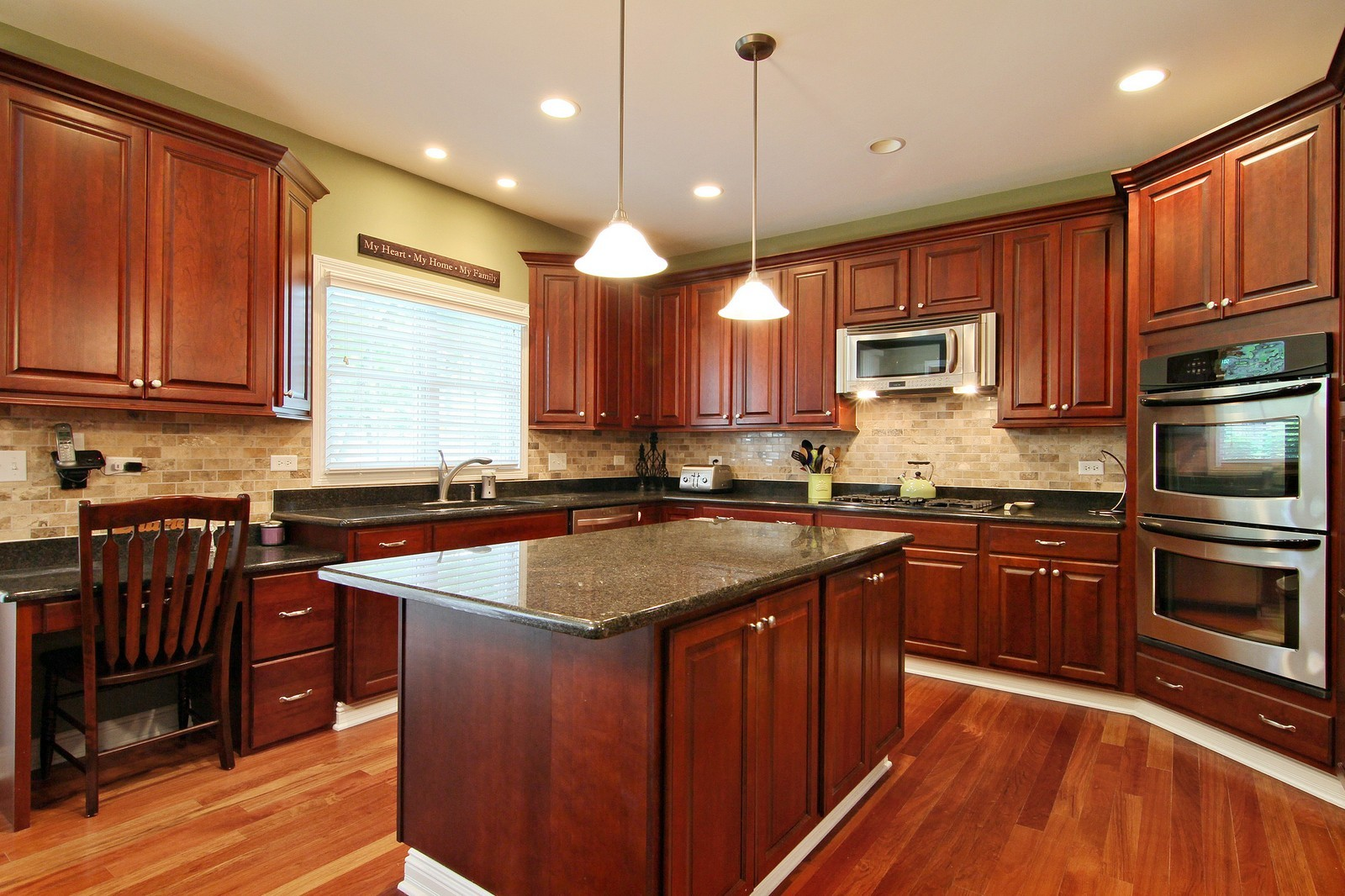 Real Estate Photography - 4915 Stanley Ave, Downers Grove, IL, 60515 - Kitchen