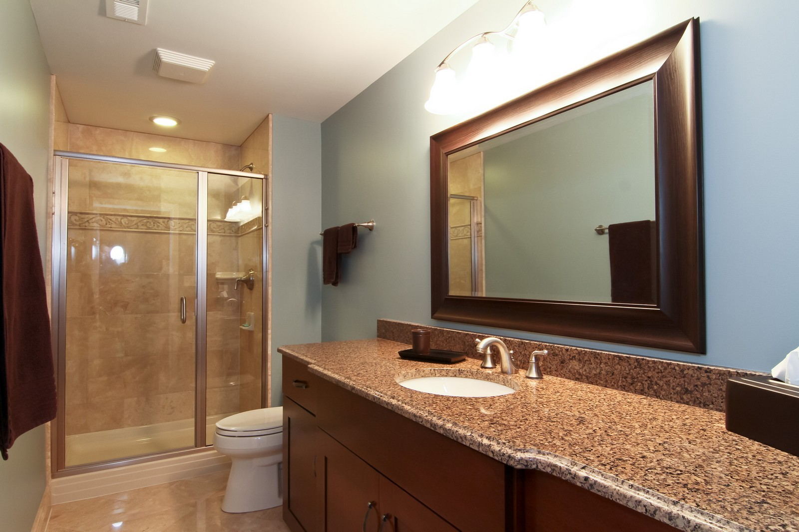 Real Estate Photography - 4915 Stanley Ave, Downers Grove, IL, 60515 - Bathroom