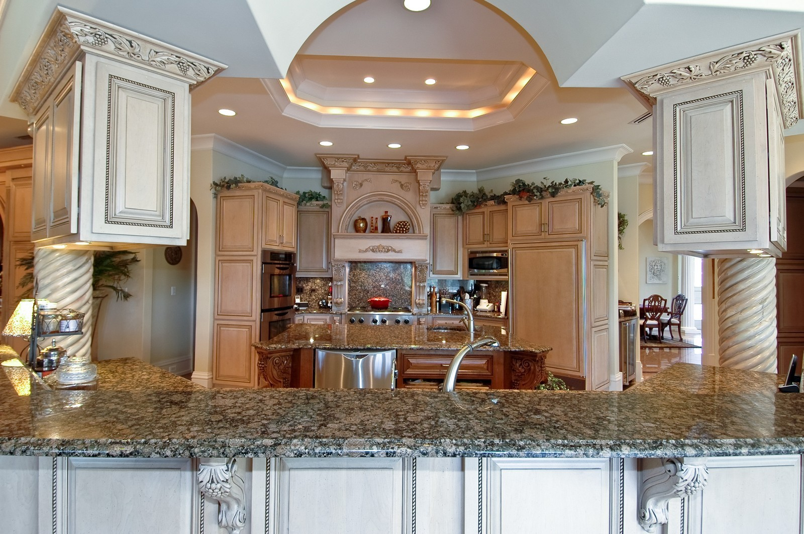 Real Estate Photography - 9408 N Muirfield Ct, Lakewood, IL, 60014 - Kitchen