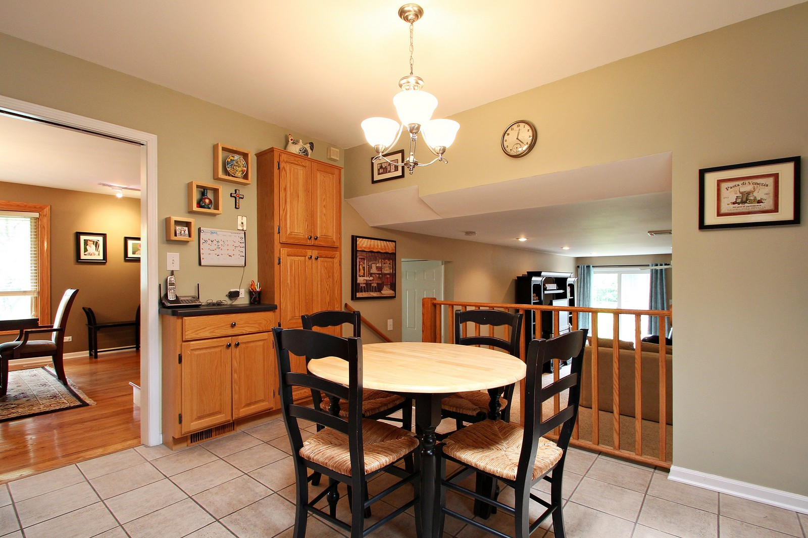 Real Estate Photography - 1040 62nd Pl, Downers Grove, IL, 60516 - Kitchen