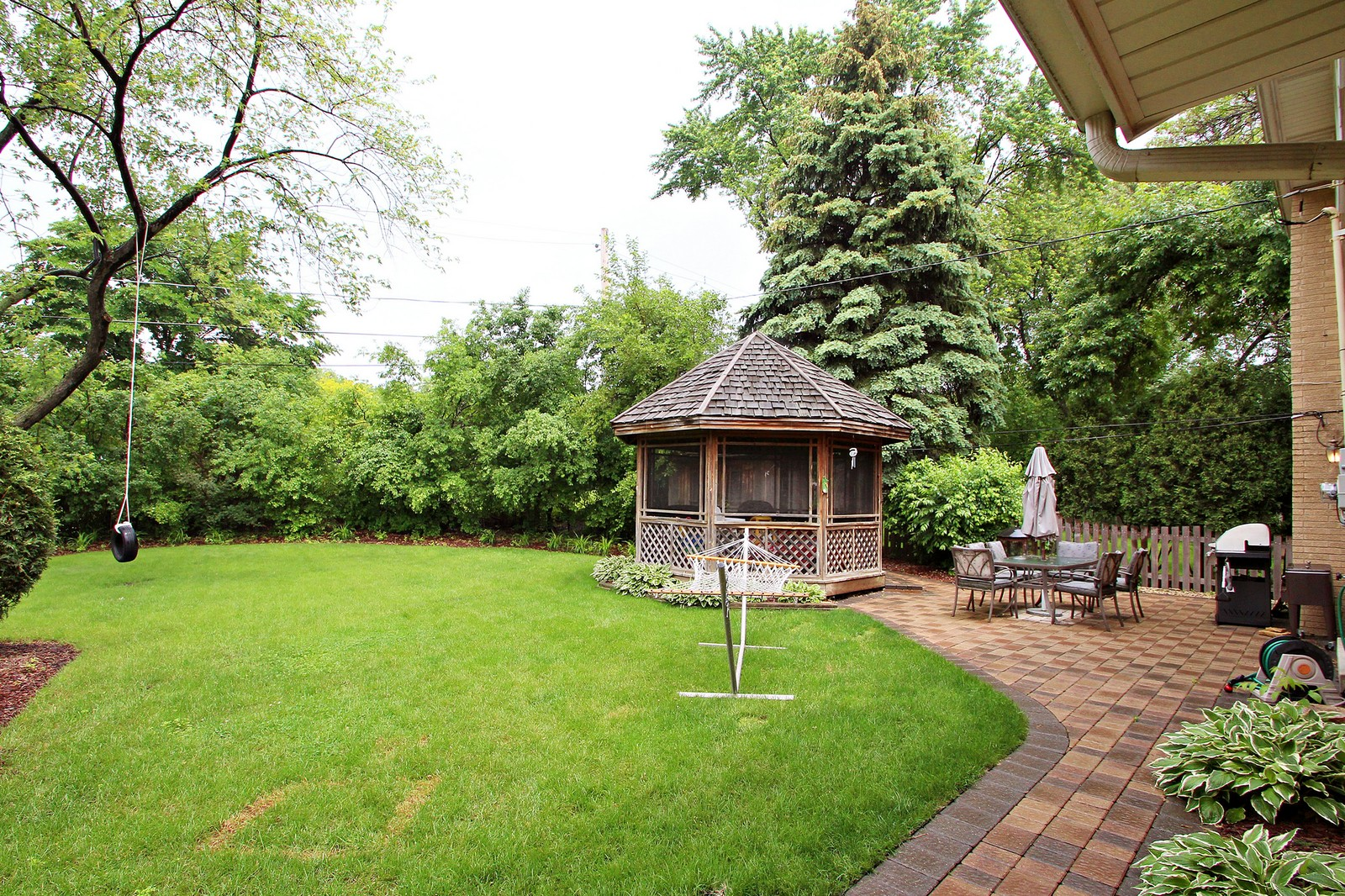 Real Estate Photography - 1040 62nd Pl, Downers Grove, IL, 60516 - Back Yard