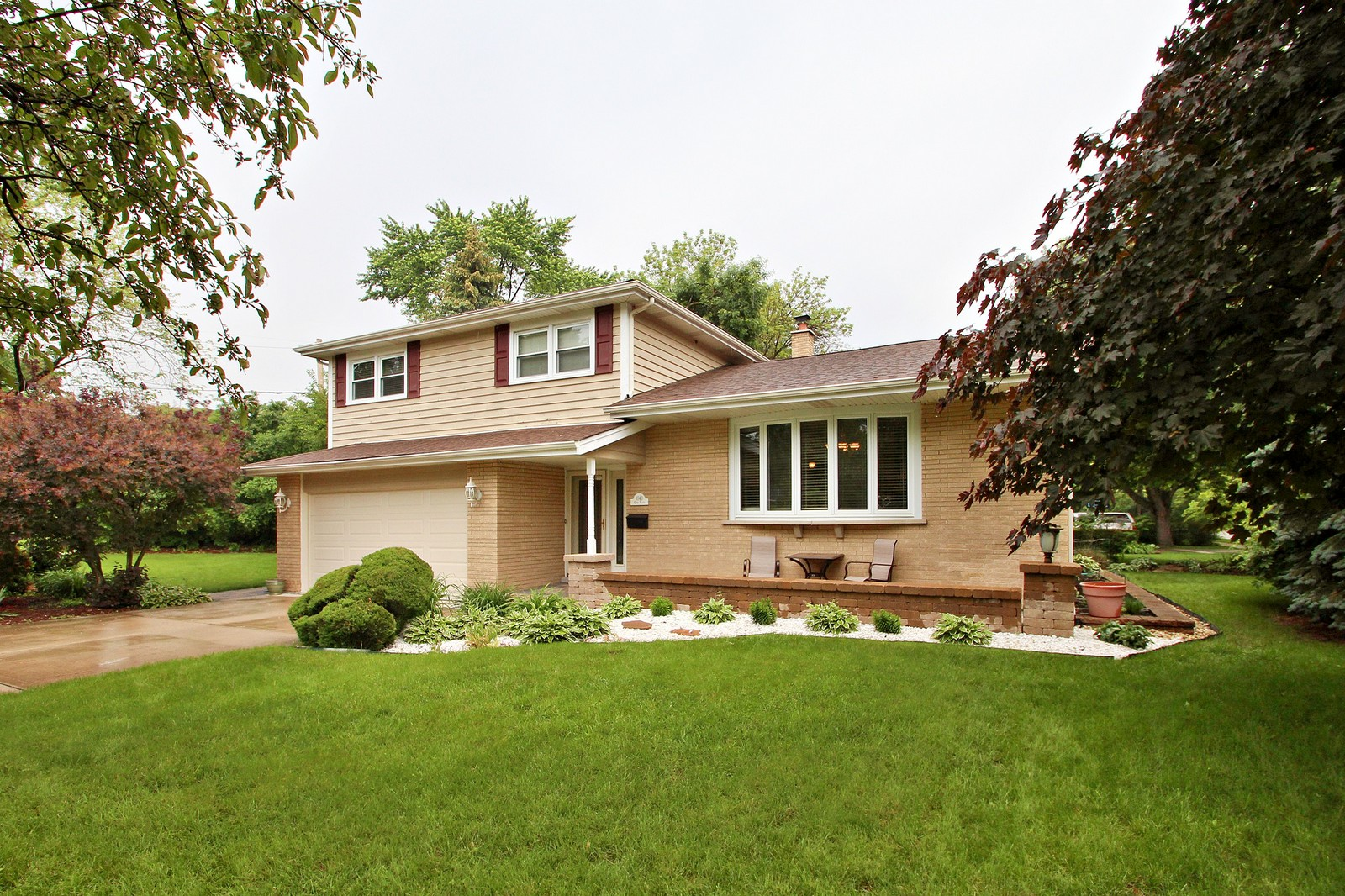 Real Estate Photography - 1040 62nd Pl, Downers Grove, IL, 60516 - Front View