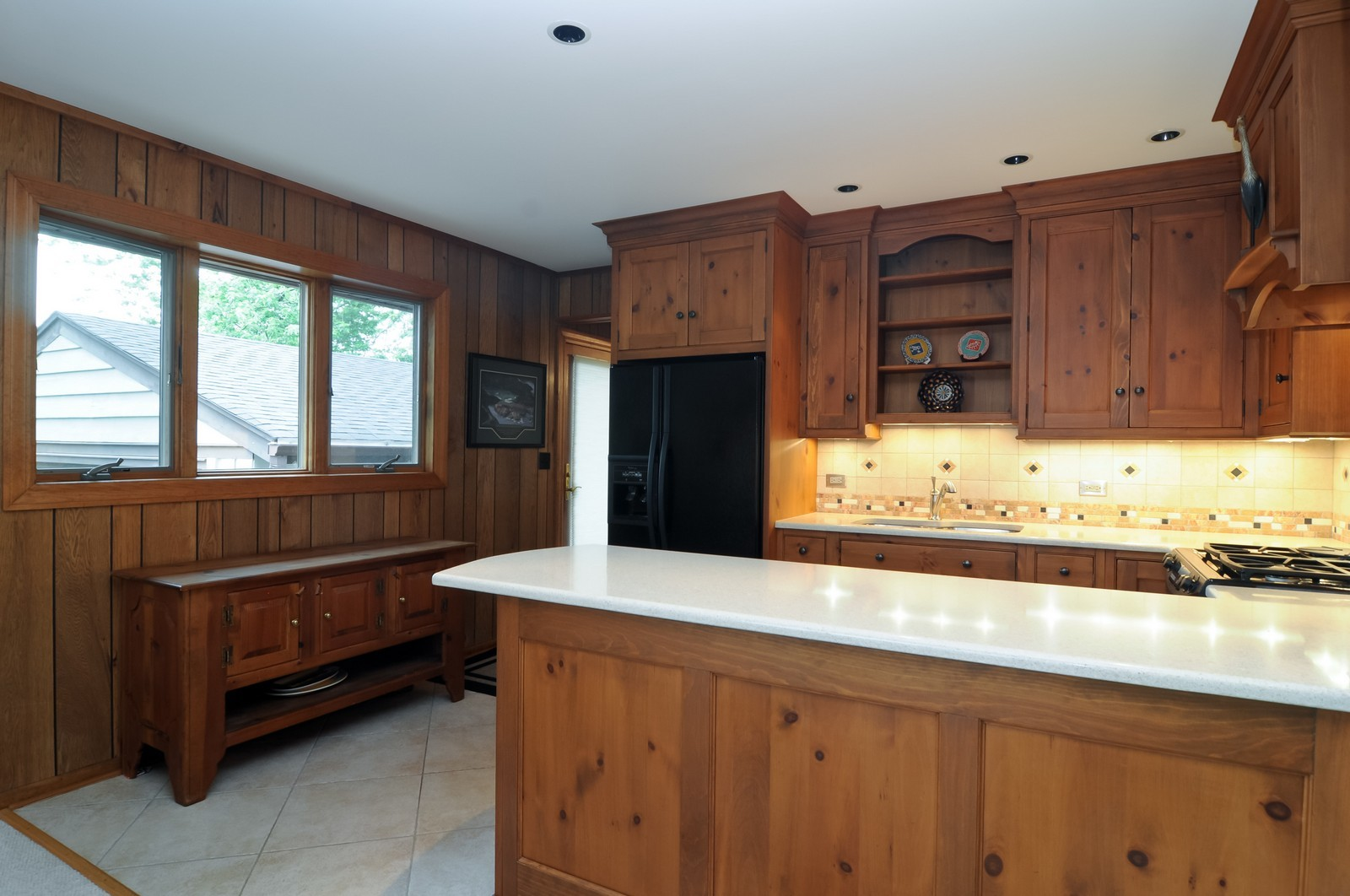 Real Estate Photography - 906 S Cook St, Barrington, IL, 60010 - Kitchen