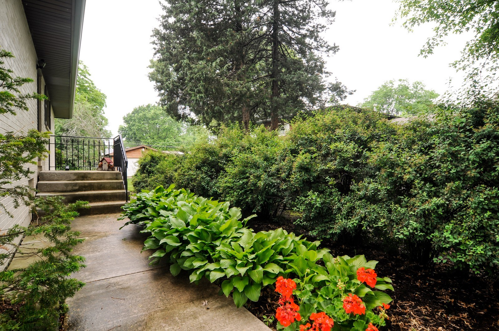 Real Estate Photography - 906 S Cook St, Barrington, IL, 60010 - Walking Path