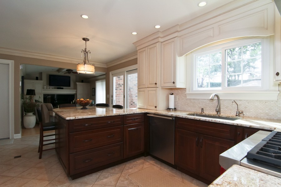 Real Estate Photography - 20W431 Havens Ct, Downers Grove, IL, 60516 - Kitchen