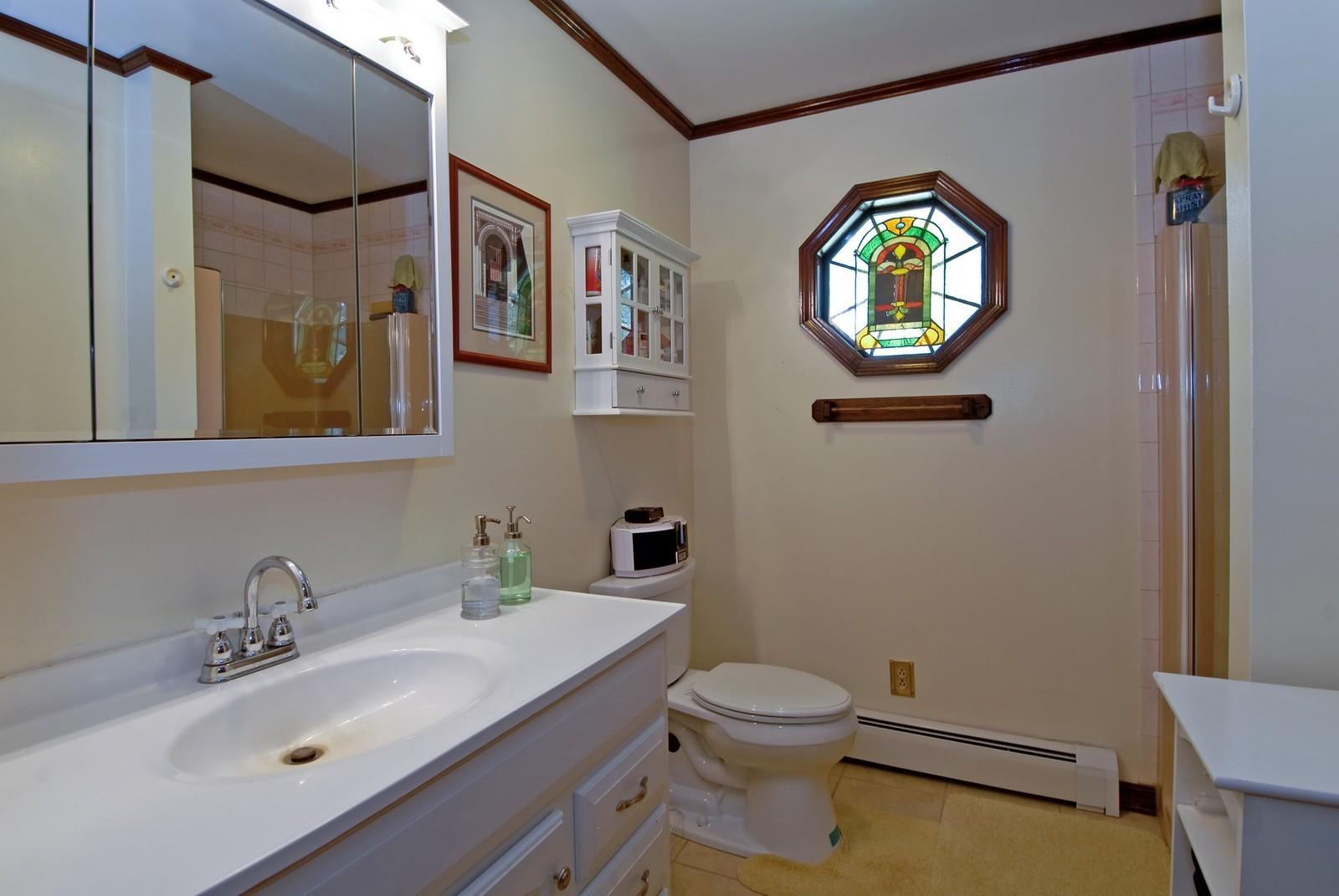 Real Estate Photography - 94 Pletcher Dr, Yorkville, IL, 60560 - Bathroom