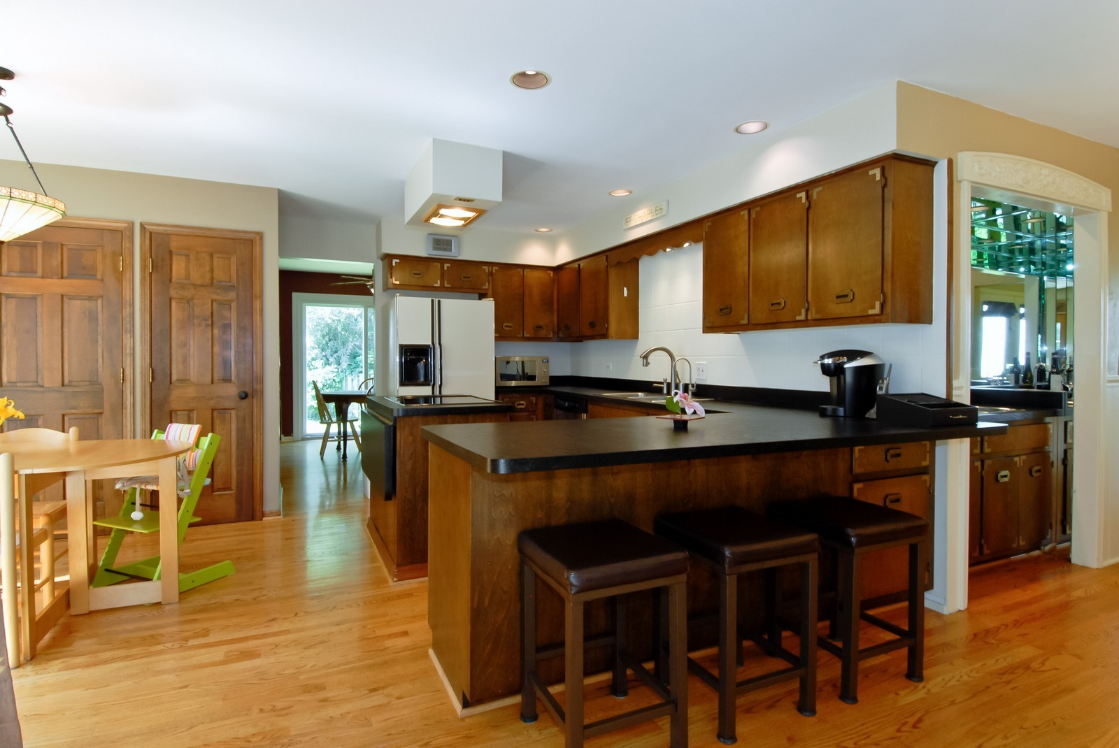 Real Estate Photography - 256 Canidae Ct, St Charles, IL, 60174 - Kitchen
