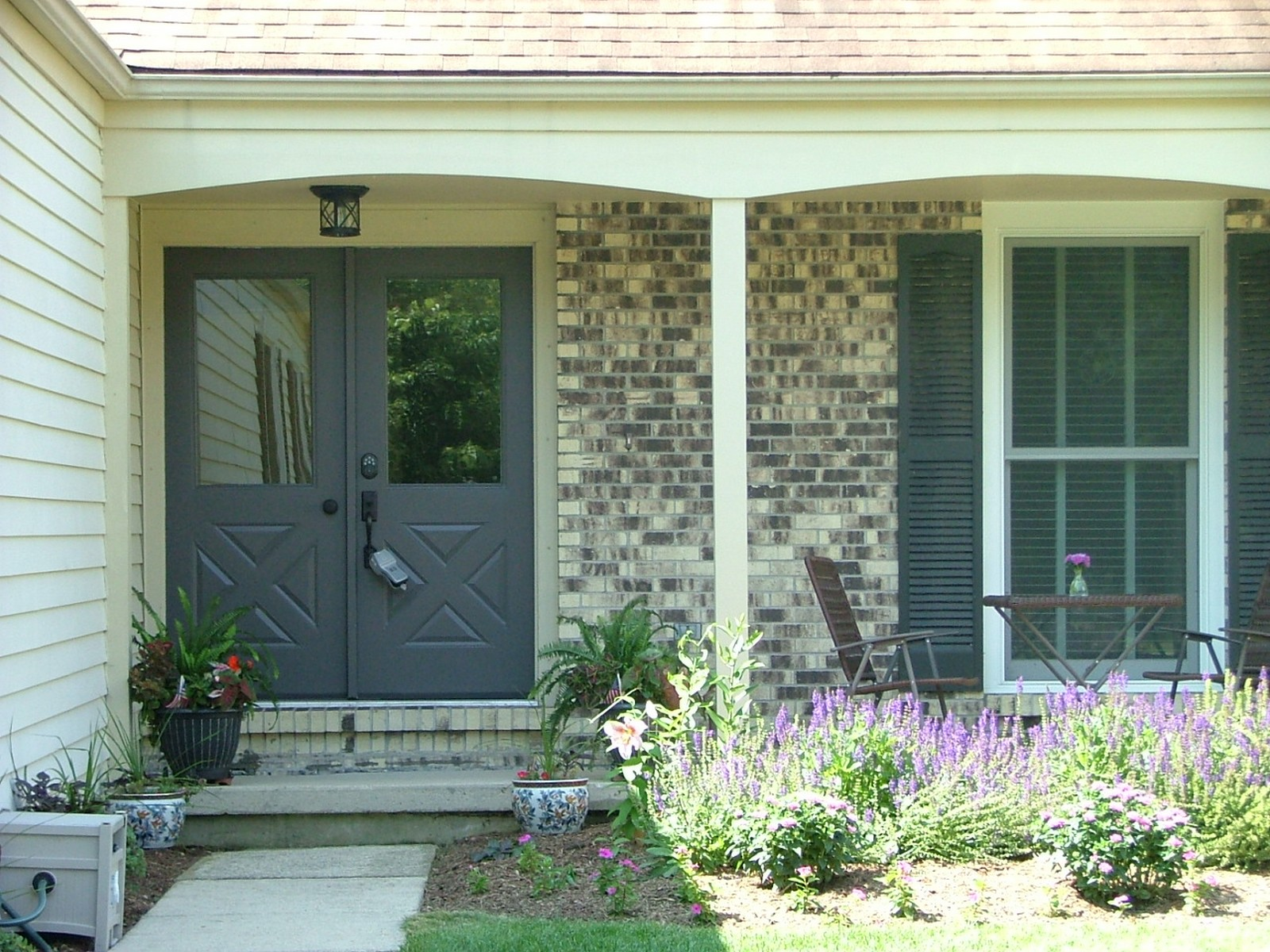 Real Estate Photography - 256 Canidae Ct, St Charles, IL, 60174 - Close Up Front Porch