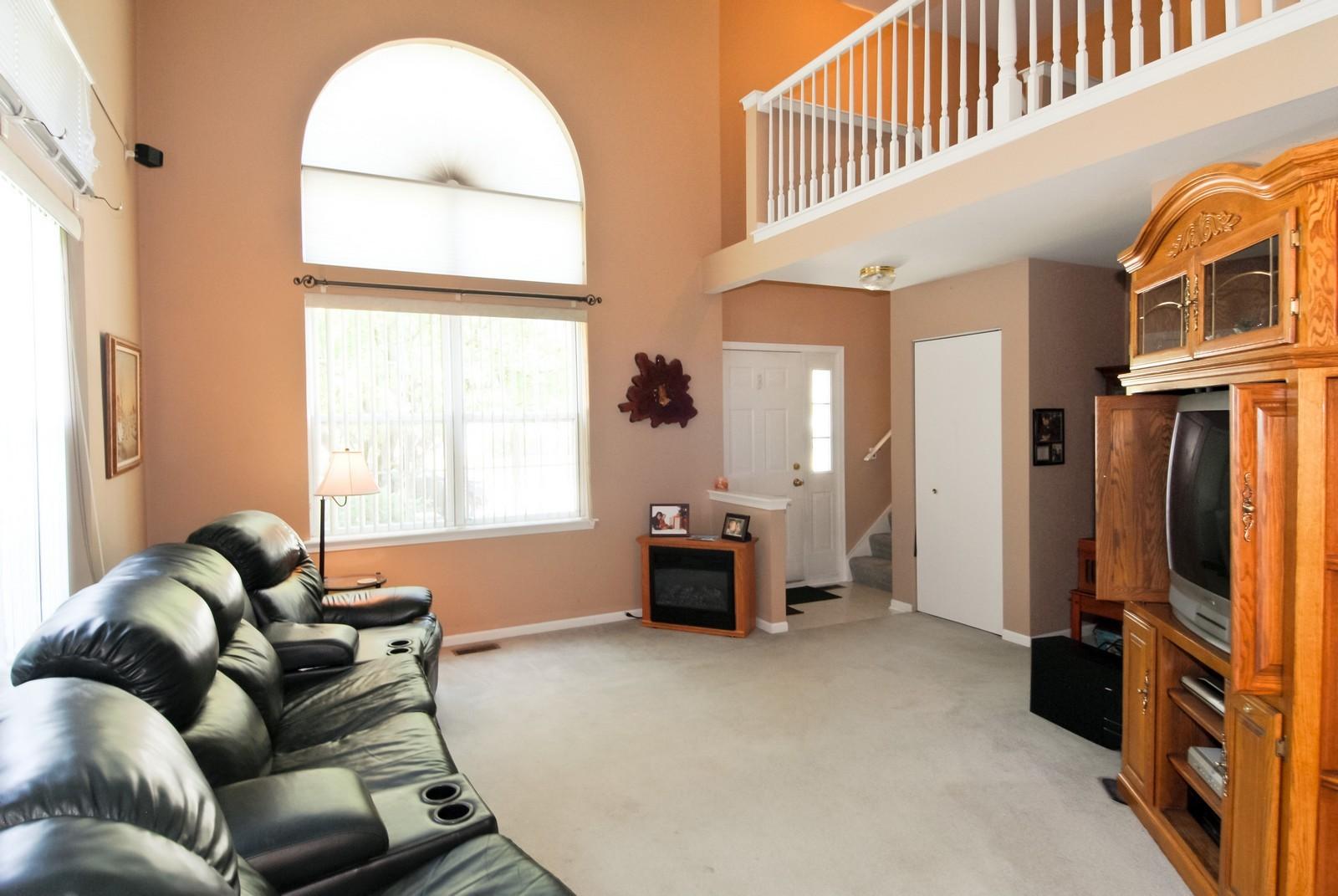 Real Estate Photography - 1616 Abington Ln, North Aurora, IL, 60542 - Living Room