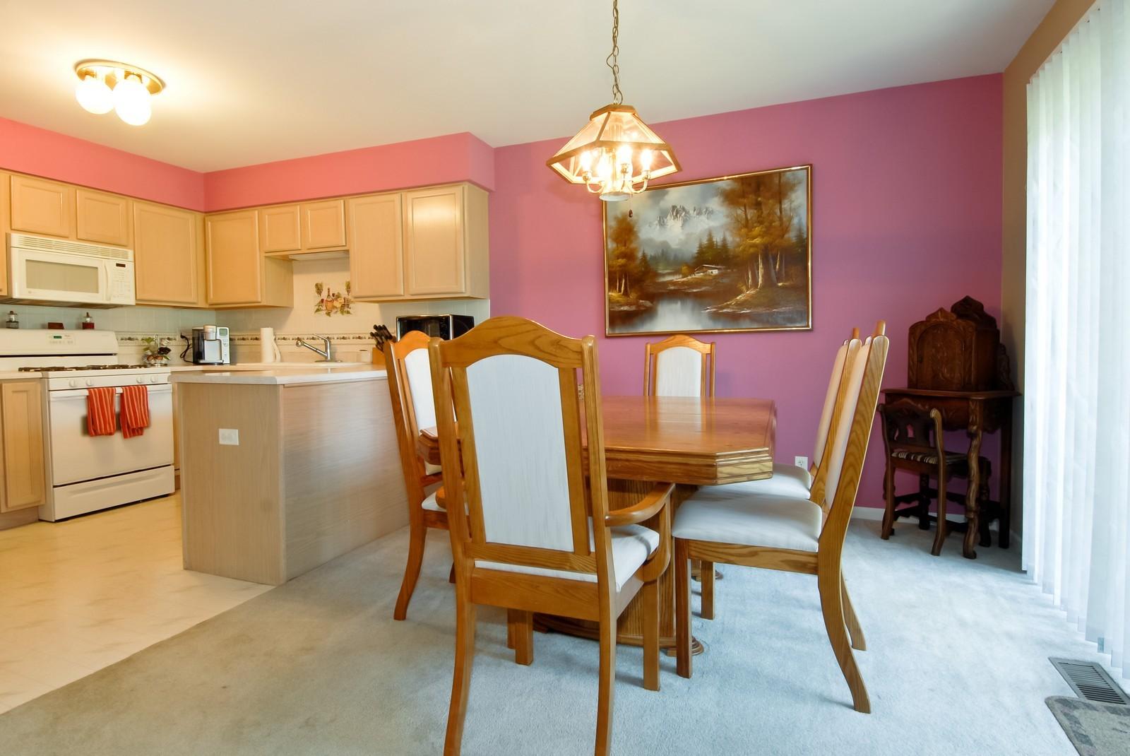 Real Estate Photography - 1616 Abington Ln, North Aurora, IL, 60542 - Kitchen / Breakfast Room