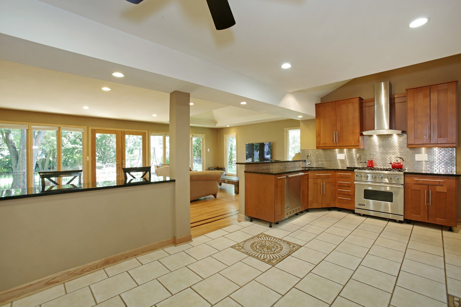 Real Estate Photography - 4107 Washington St, Downers Grove, IL, 60515 - Kitchen
